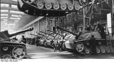 Berlin, Produktion StuG III, Sturmhaubitze 42. Bundesarchiv, Bild 146-1985-100-33 / Unknown / CC-BY-SA 3.0