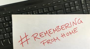 Unter dem Hashtag #Rememberingfromhome erinnerten weltweit Menschen online an die Befreiung der Konzentrationslager 1945. Foto: Sophie Genske.