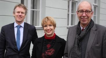 Die ZZF-Direktoren Frank Bösch (l.) und Martin Sabrow (r.) mit Frau Ministerin Dr. Martina Münch. Foto: Hans-Hermann Hertle