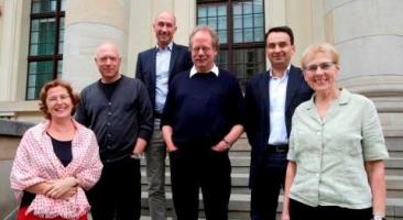 ZZF-Historiker Prof. Dr. Rüdiger Hachtmann (4.v.l.) ist Mitglied der Unabhängige Historikerkommission, die aus sechs Experten/innen besteht und international zusammengesetzt ist.. Foto: Jens Schicke