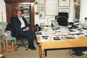 Im Arbeitszimmer von Walter H. Pehle