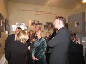 "Opening of the exhibition ""DEMOKRATIE - JETZT ODER NIE"" at the Lindenstraße Memorial Site, Photo: Marion Schlöttke"