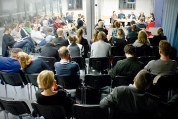 """Public discussion """"Sozialistische Erinnerung und postsozialistische Aufarbeitung"""" at the 16. Potsdamer Doktorand*innenforums, Foto: Stefanie Eisenhuth"""