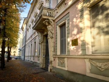Seit 2001 ist das Gebäude Am Neuen Markt/Schwertfegerstraße der Hauptsitz des ZZF (Foto: ZZF)