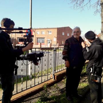 Studierende der Medienproduktion der Technischen Hochschule Ostwestfalen-Lippe (TH OWL) bereiten das Interview mit dem Perleberger Museumsleiter Hans-Peter Freimark vor, Foto: ZZF Potsdam.