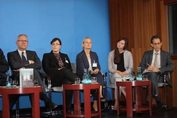 (V.l.n.r.) Prof. Dr. Andreas Wirsching, Irina Stange, Dr. Maren Richter (beide IfZ), Stefanie Palm (ZZF Potsdam), Dr. Frieder Günther (IfZ), Foto: Hans-Hermann Hertle