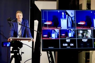 Frank Bösch, Direktor des ZZF, sprach mit dem Verleger Christoph Links, der seine Festrede per Videokonferenz halten musste