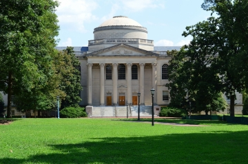 Louis Round Wilson Library at the University of North Carolina 2013, Foto: Yeungb, Source: Wikimedia Commons, CC-SA 3.0