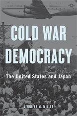 "Die Referentin Jennifer M. Miller ist Autorin des Buches ""Cold War Democracy. The United States and Japan"""