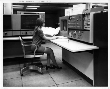 IBM 360/85 console of the NSA, Photo: Public Domain, https://wikivisually.com/wiki/File:Supercomputer_NSA-IBM360_85.jpg