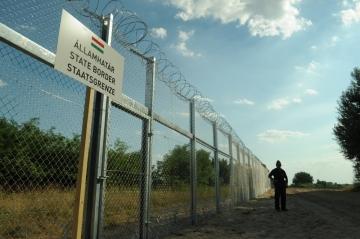 Der Grenzzaun zwischen Ungarn und Serbien, 21. Juli 2015 Foto: Délmagyarország/Schmidt Andrea, CC BY-SA 3.0, wikimedia commons