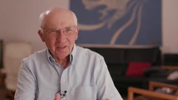 """Konrad H. Jarausch stellt am 11. Oktober 2018 im ZZF Potsdam sein neues Buch """"Zerrissene Leben"""" vor, Foto: Sceenshot aus dem wgb Video zur Buchankündigung."""