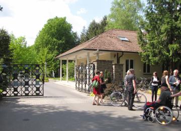 Eingangsportal zur Waldsiedlung Wandlitz, Foto: Marion Schlöttke